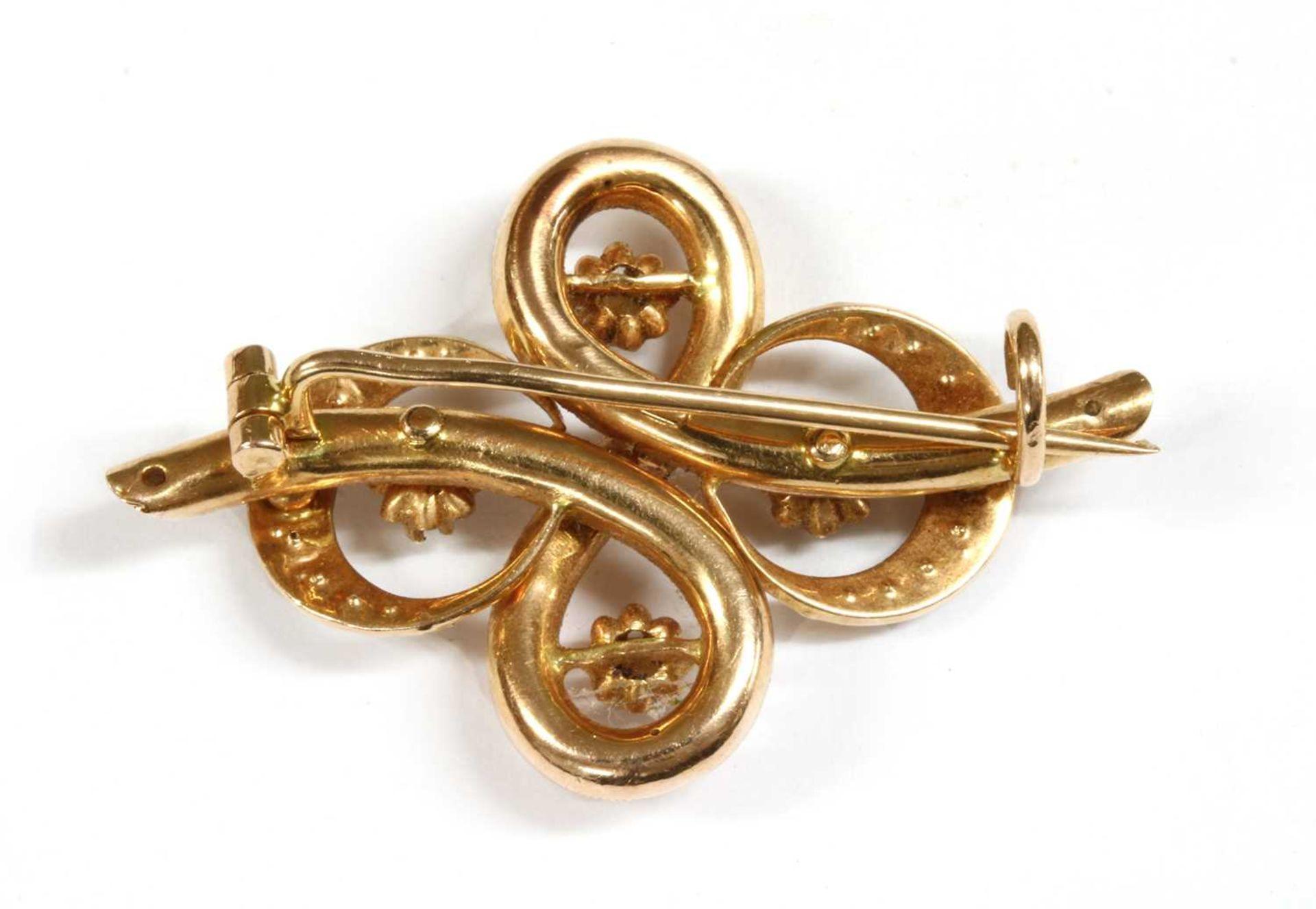 A gold split pearl brooch, - Bild 2 aus 2