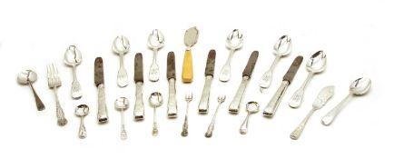 A set of Georgian five fiddle pattern tea spoons,