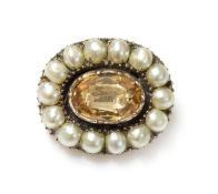A Georgian foiled topaz and split pearl brooch,