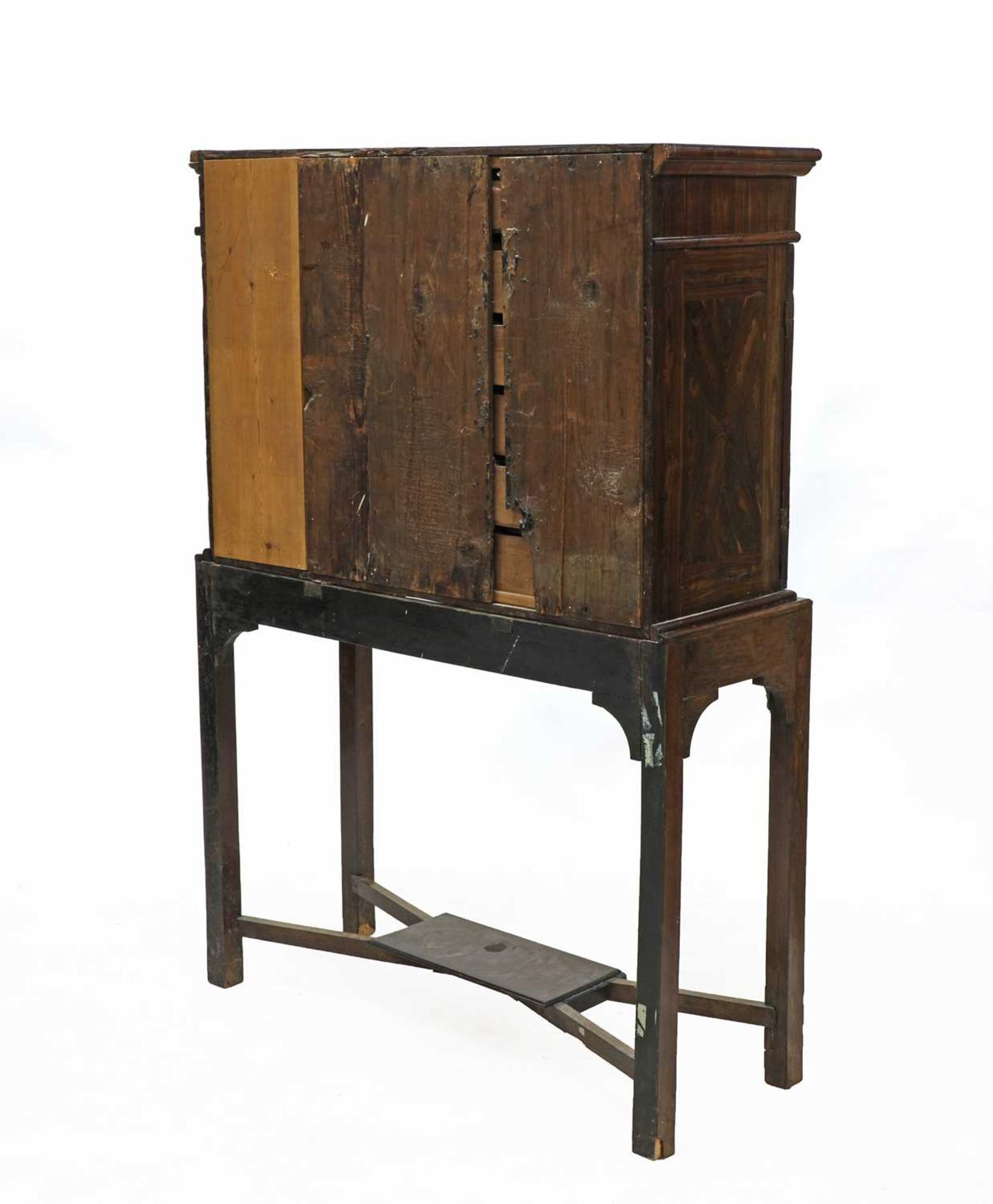 A Queen Anne cocus wood cabinet, - Image 4 of 42