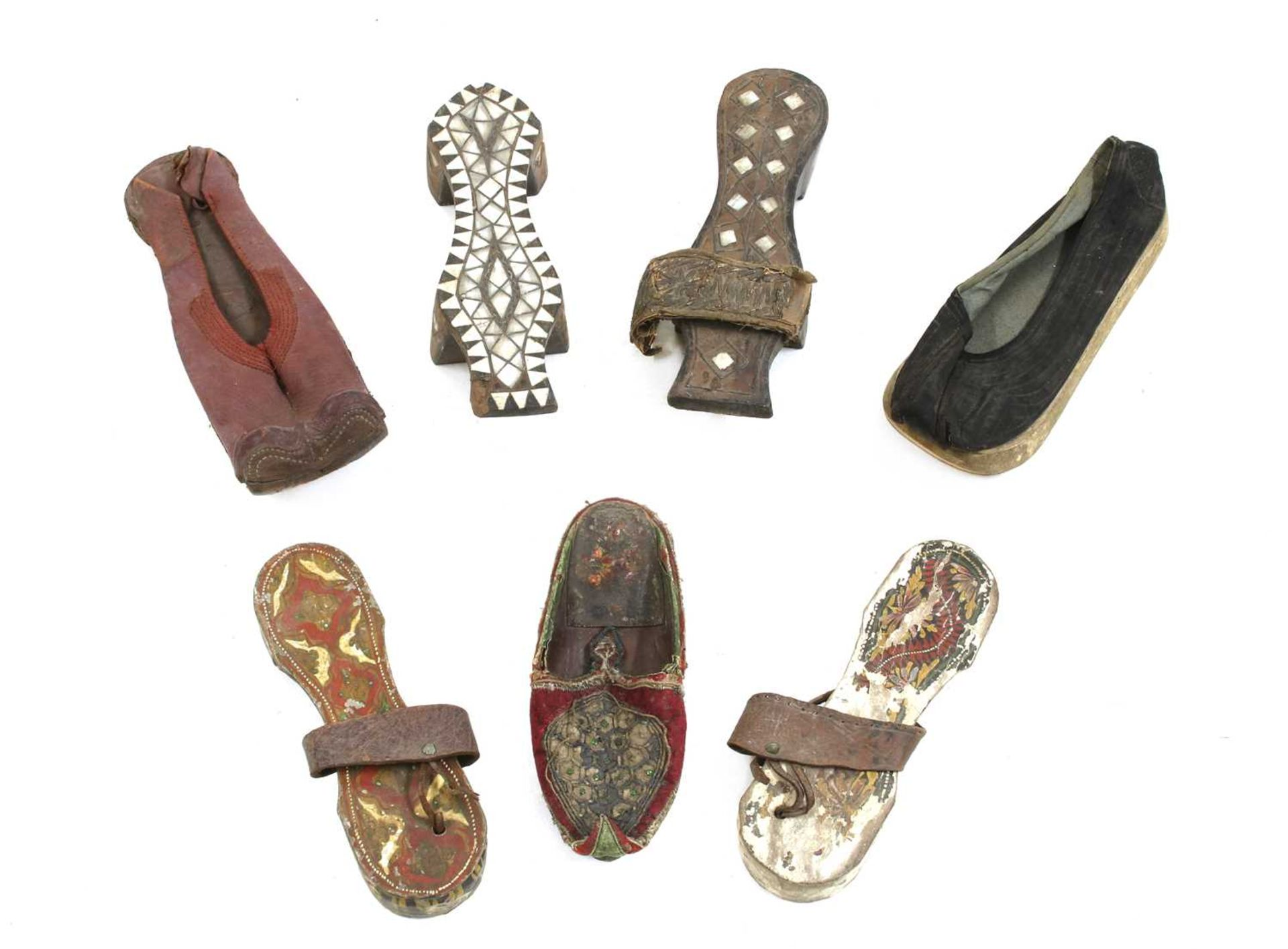 A collection of Asian shoes, - Image 5 of 6
