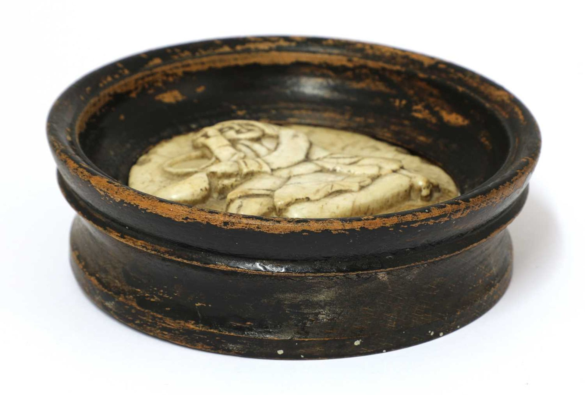 An alabaster pot lid, - Image 2 of 3