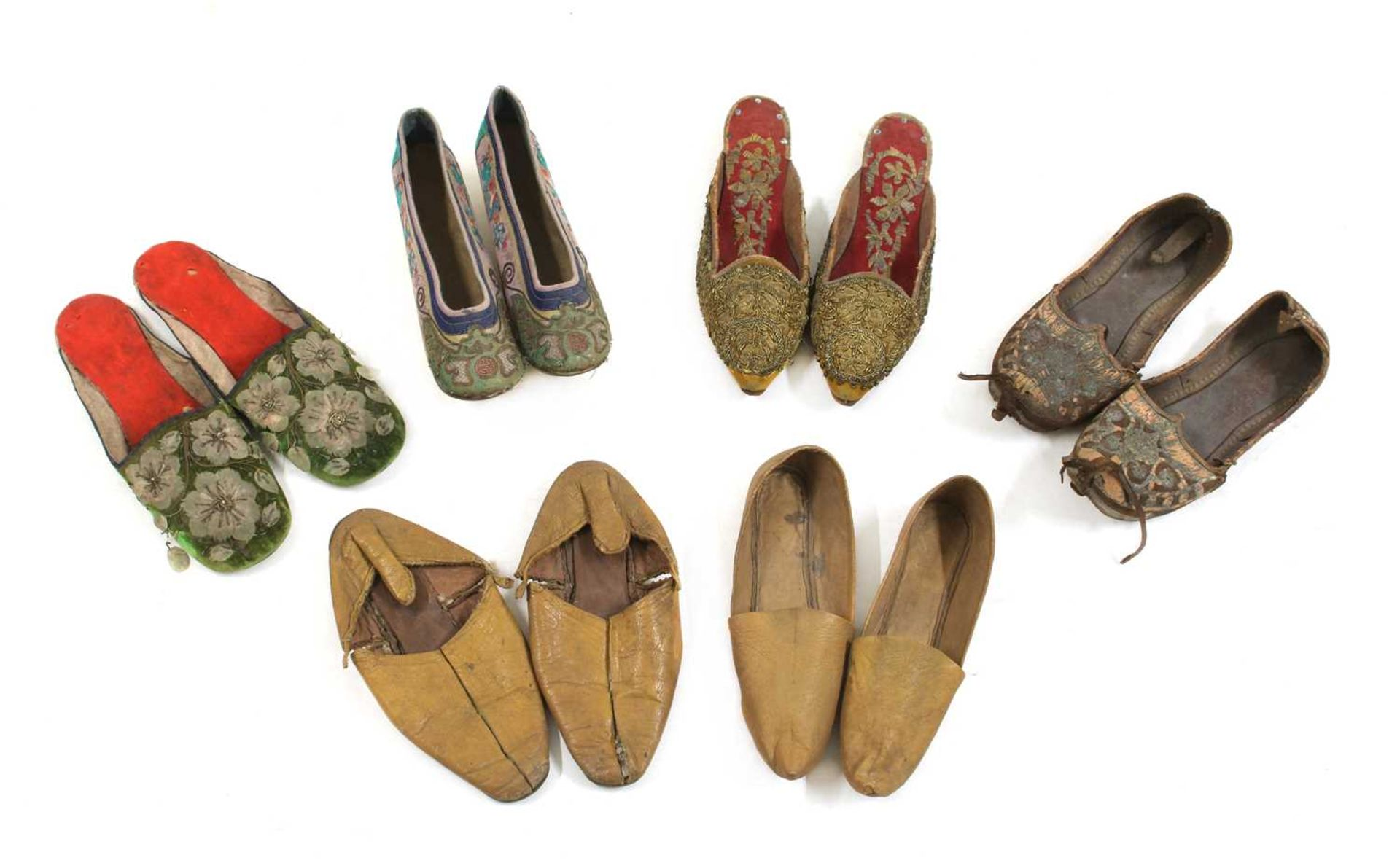 A collection of Asian shoes, - Image 6 of 6