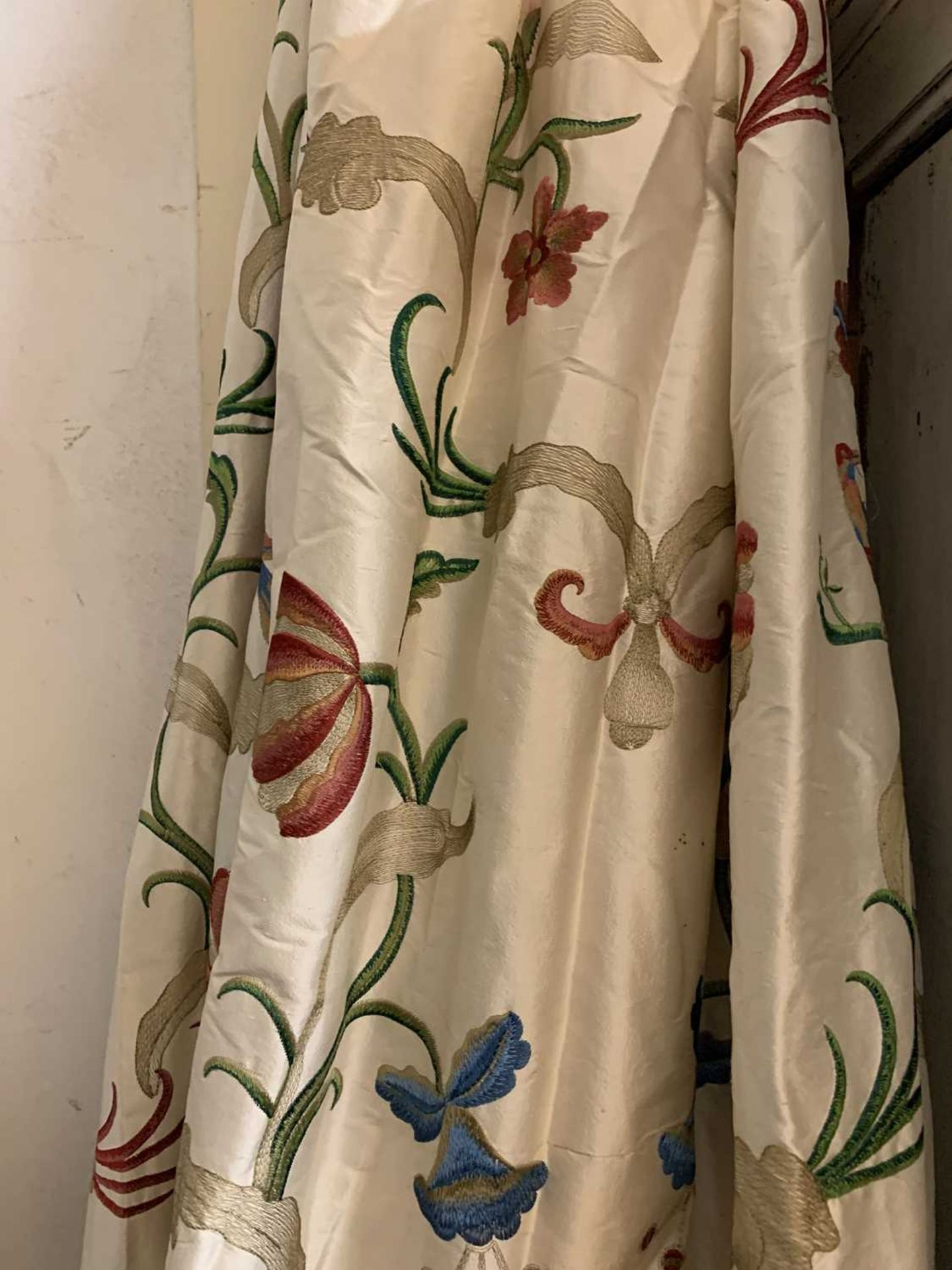 Three pairs of lined and interlined silk curtains, - Image 10 of 62