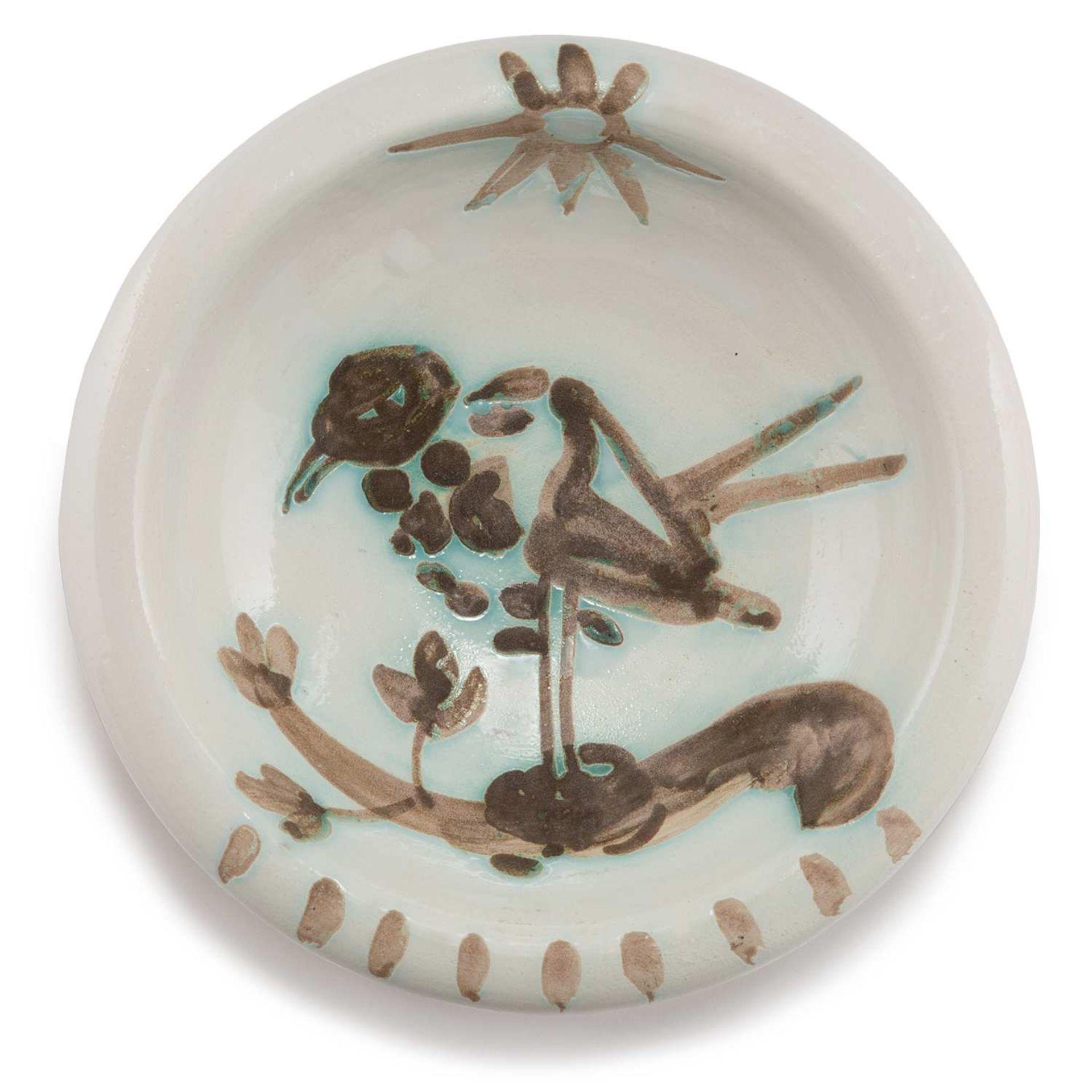 PABLO PICASSO (1881-1973) OISEAU AU SOLEIL (AR 174) Faïence décorée à la paraffine oxydée et émail