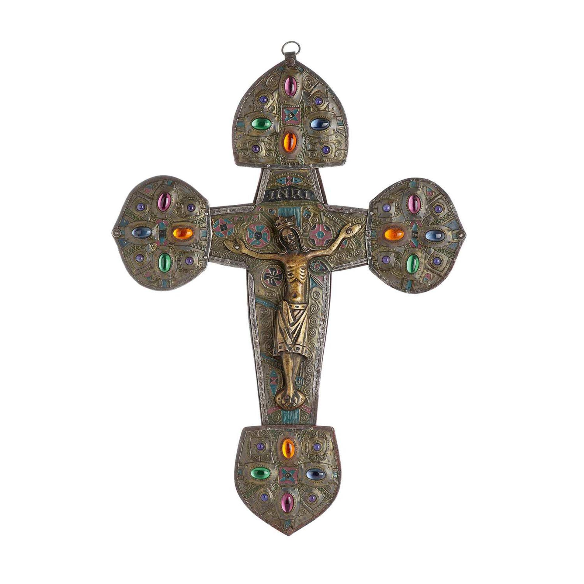 Los 25 - ALFRED LOUIS ACHILLE DAGUET (1875-1942) Grande croix byzantine en cuivre, à décor au repoussé de