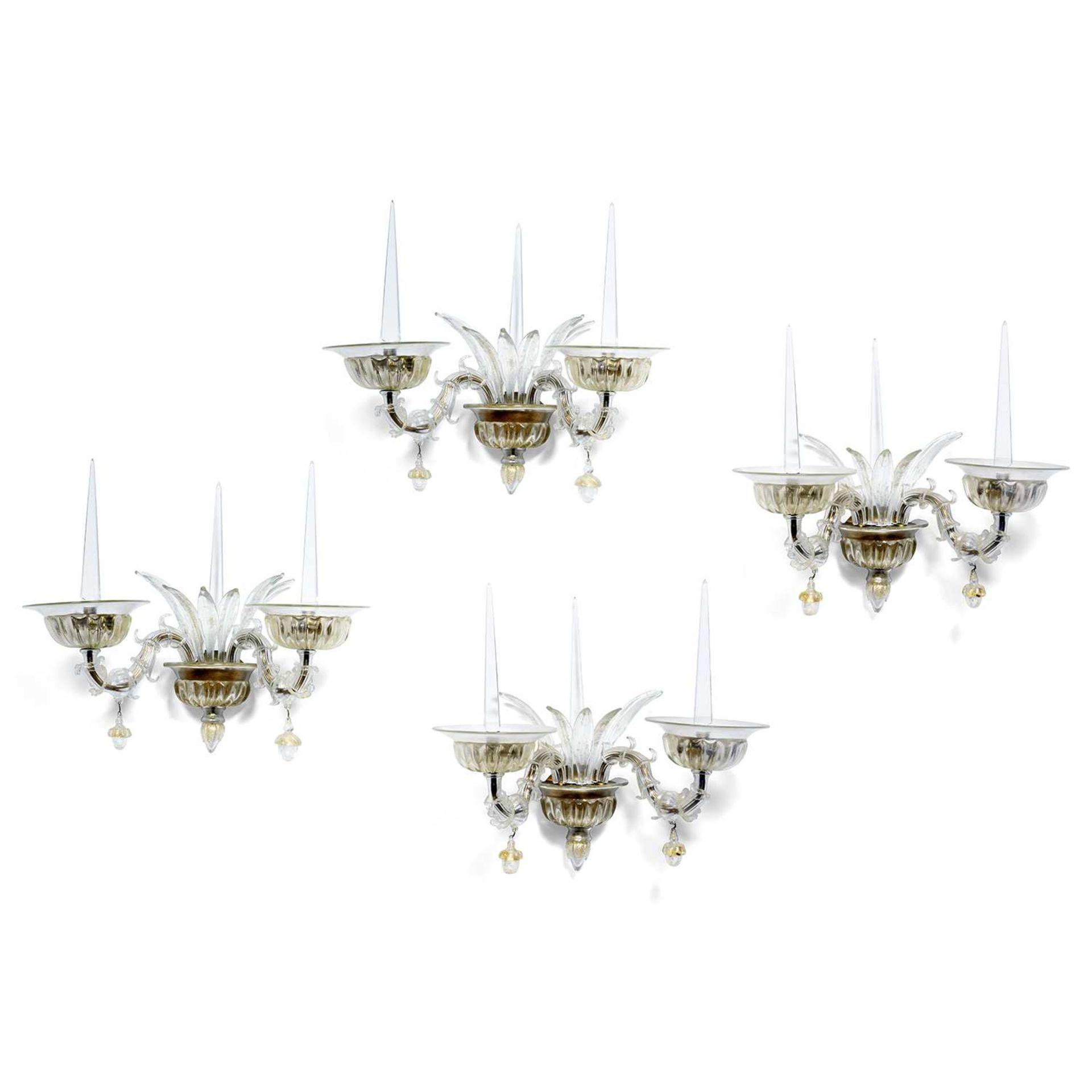 Los 56 - ANDRÉ ARBUS (ATTRIBUÉ À) & VERONESE Suite de quatre appliques en verre soufflé à paillons d'or,