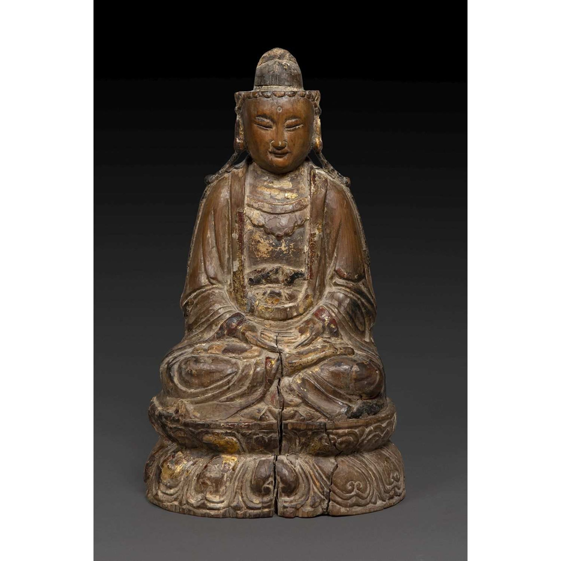 STATUETTE DU BOUDDHA DU FUTUR, AMITABHA en bois anciennement laqué et doré, représenté assis en