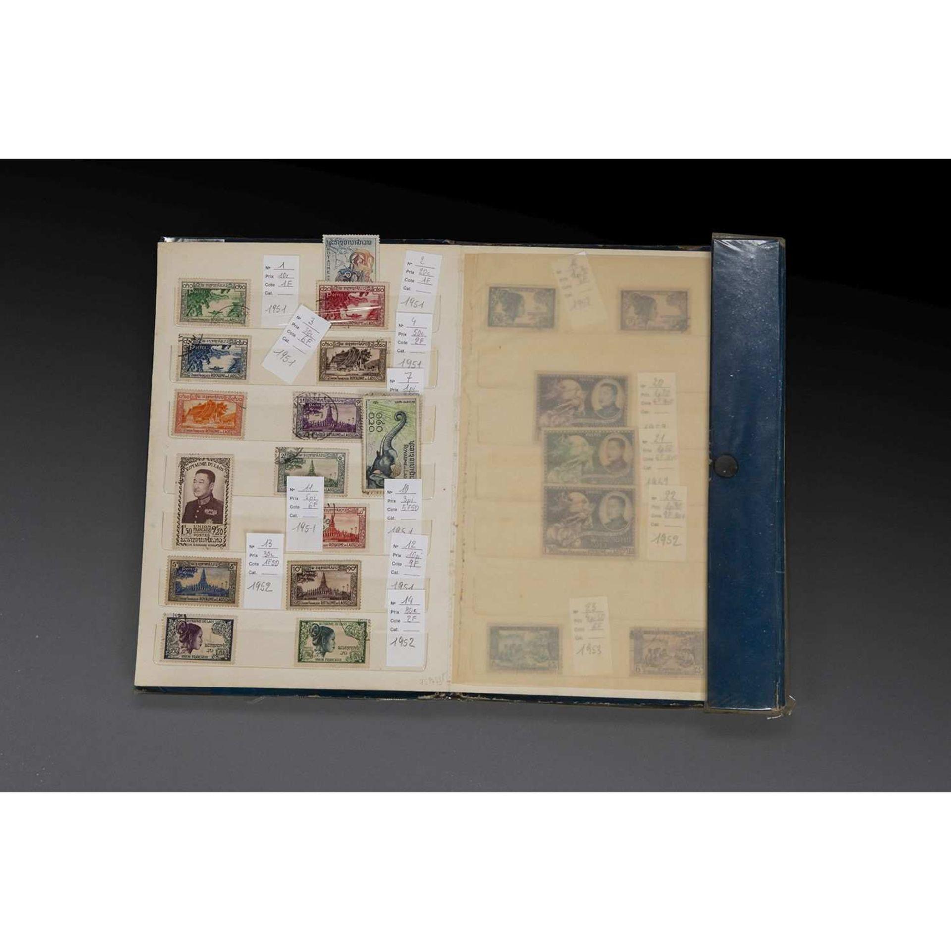 COLLECTION DE TIMBRES DU ROYAUME DU LAOS comprenant 168 timbres, neufs et oblitérés, de 1951 à 1965.