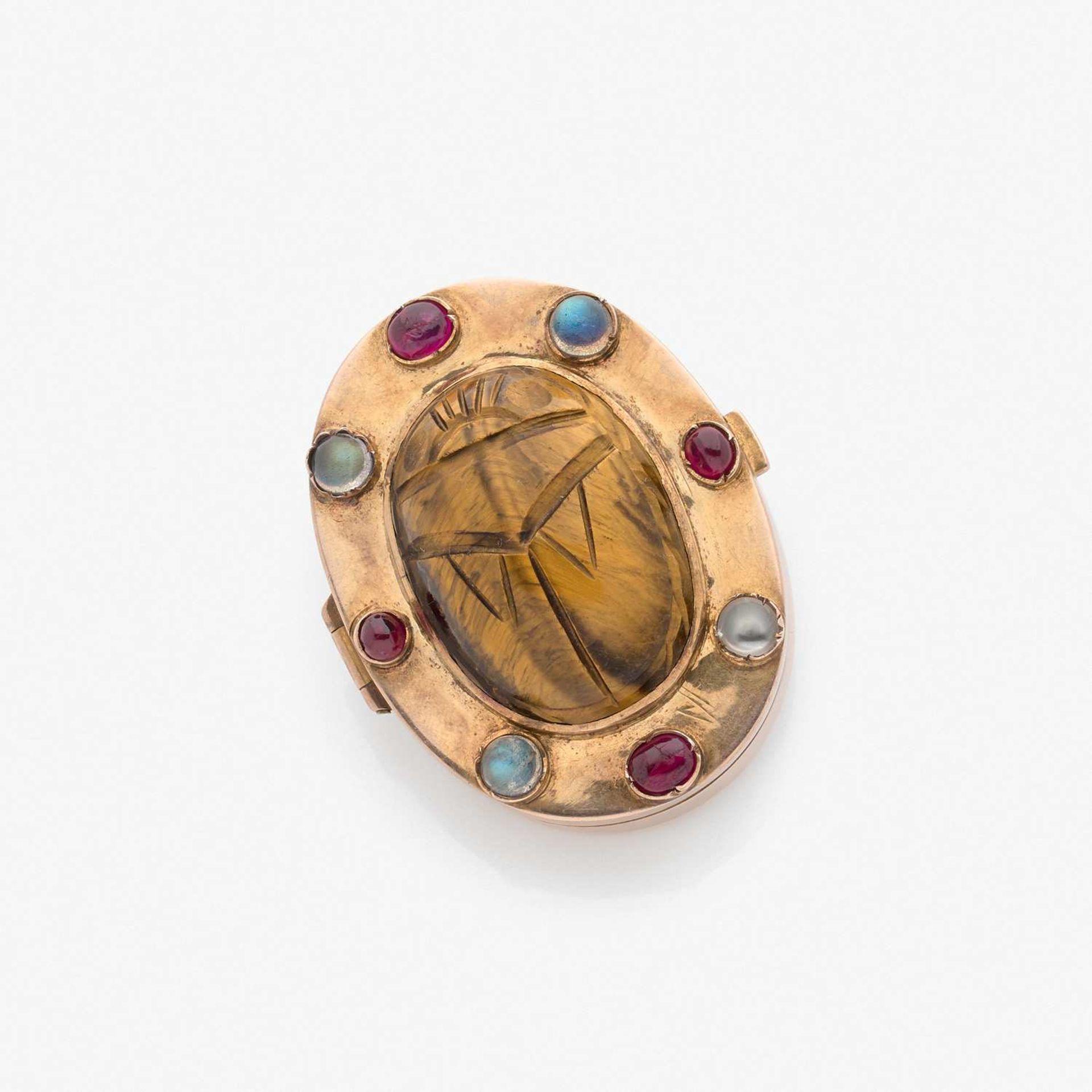 SAINT-PETERSBOURG - ANNEES 1860 - 1890 BOITE A PILULE SCARABEE Elle est de forme ovale en or rose