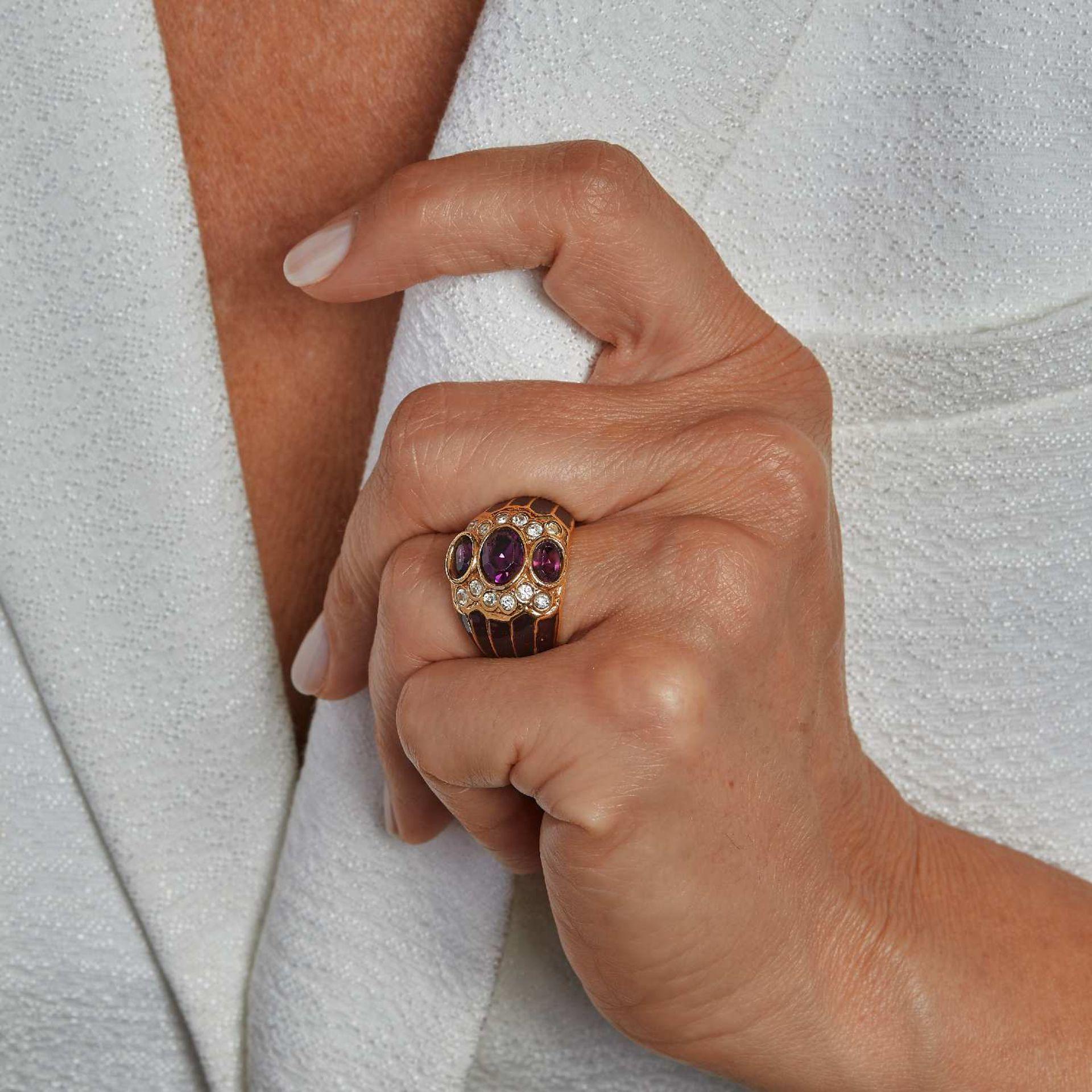 ANNEES 1980 BAGUE AMETHYSTES Elle est composée de trois améthystes ovales cernées de diamants taille