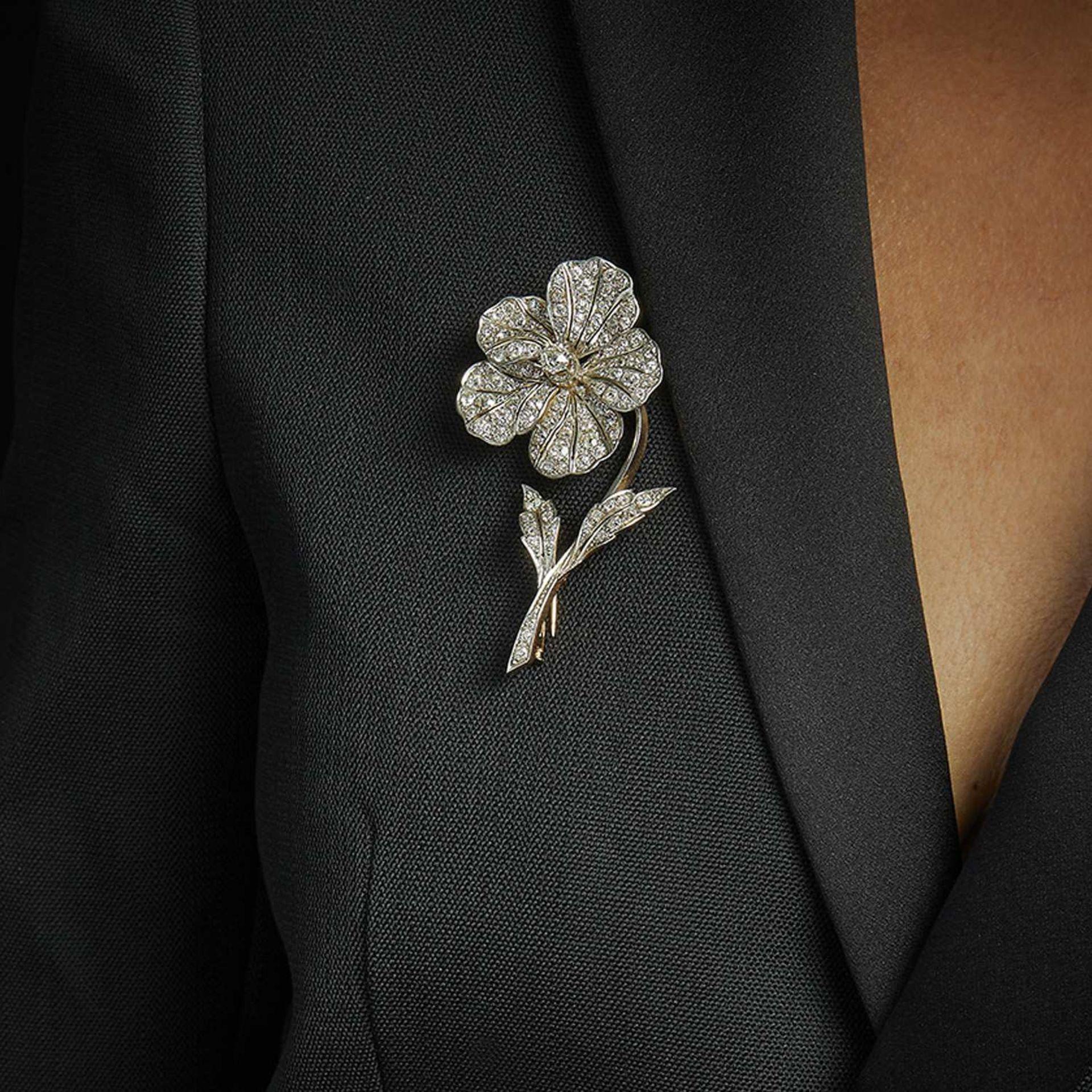 ANNEES 1890 BROCHE FLEUR DIAMANTS Elle représente une pensée ornée diamants taille brillant (TA)