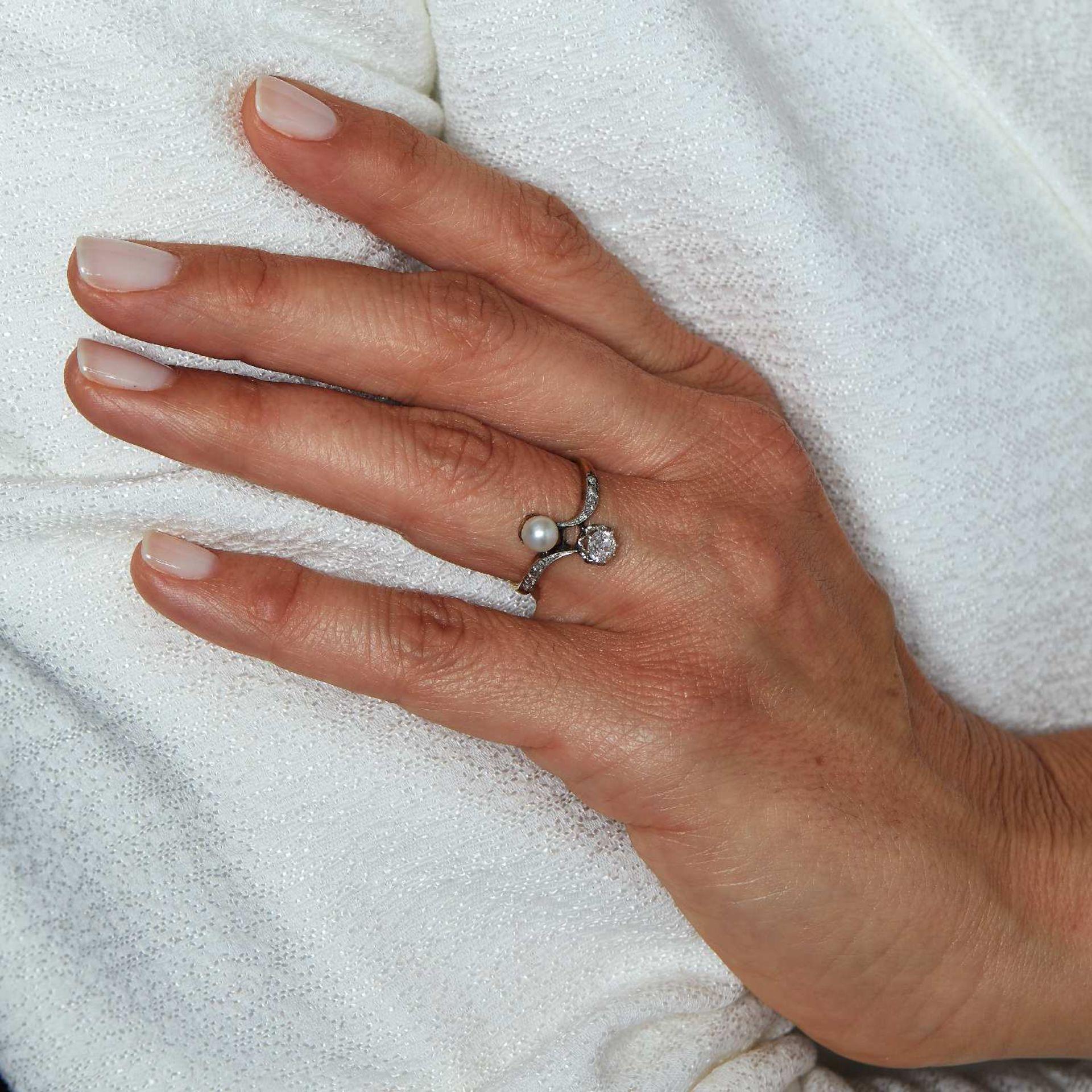 ANNEES 1900 BAGUE TOI ET MOI Elle est ornée d'un diamant taille brillant (TA) en châton à griffes et