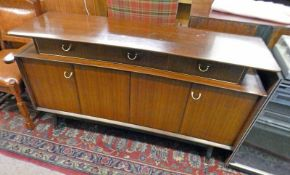 20TH CENTURY G-PLAN TEAK SIDEBOARD WITH 3 DRAWERS & 2 FOLDING PANEL DOORS 84CM TALL X 149CM WIDE