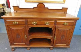 LATE 19TH CENTURY MAHOGANY SIDEBOARD WITH 3 FRIEZE DRAWERS OVER 2 PANEL DOORS WITH SHELVED AREA ON
