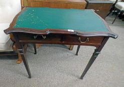 EARLY 20TH CENTURY MAHOGANY WRITING DESK WITH LEATHER INSET TOP,