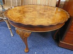 CIRCULAR WALNUT COFFEE TABLE ON QUEEN ANNE SUPPORTS 76CM WIDE Condition Report: The