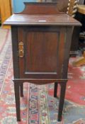 EARLY 20TH CENTURY MAHOGANY BEDSIDE CABINET ON SQUARE SUPPORTS 84CM TALL