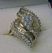 9K GOLD DIAMOND CLUSTER RING,