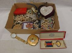 SELECTION OF VARIOUS DECORATIVE JEWELLERY, 1977 SILVER JUBILEE MEDAL, WRISTWATCHES, NECKLACES,