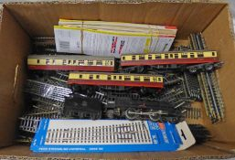 TRIANG 4-6-2 PRINCESS ELIZABETH LOCOMOTIVE TOGETHER WITH CARRIAGES AND TRACK,