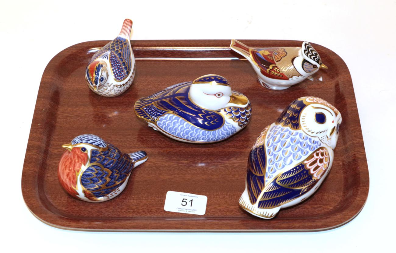 Lot 51 - A Royal Crown Derby Imari palette Owl paperweight; a Duck; and three other birds (5)