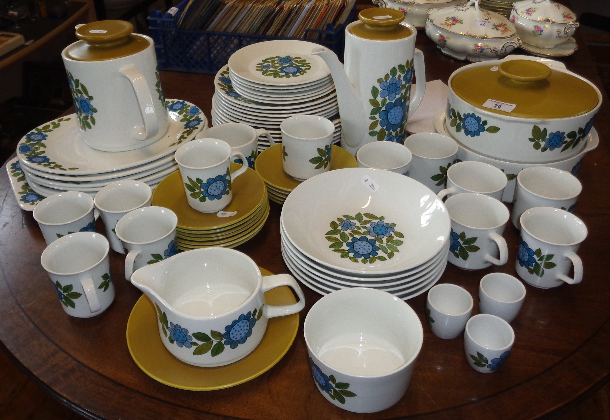 """Lot 26 - Extensive 1960's J & G Meakin """"Studio"""" china dinner service with similar tea and coffee services (66"""