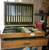 Oak canteen by Alexander Clark Co. Ltd, of Walker & Hall and other silver plated cutlery