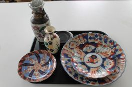 A tray of Imari plates,