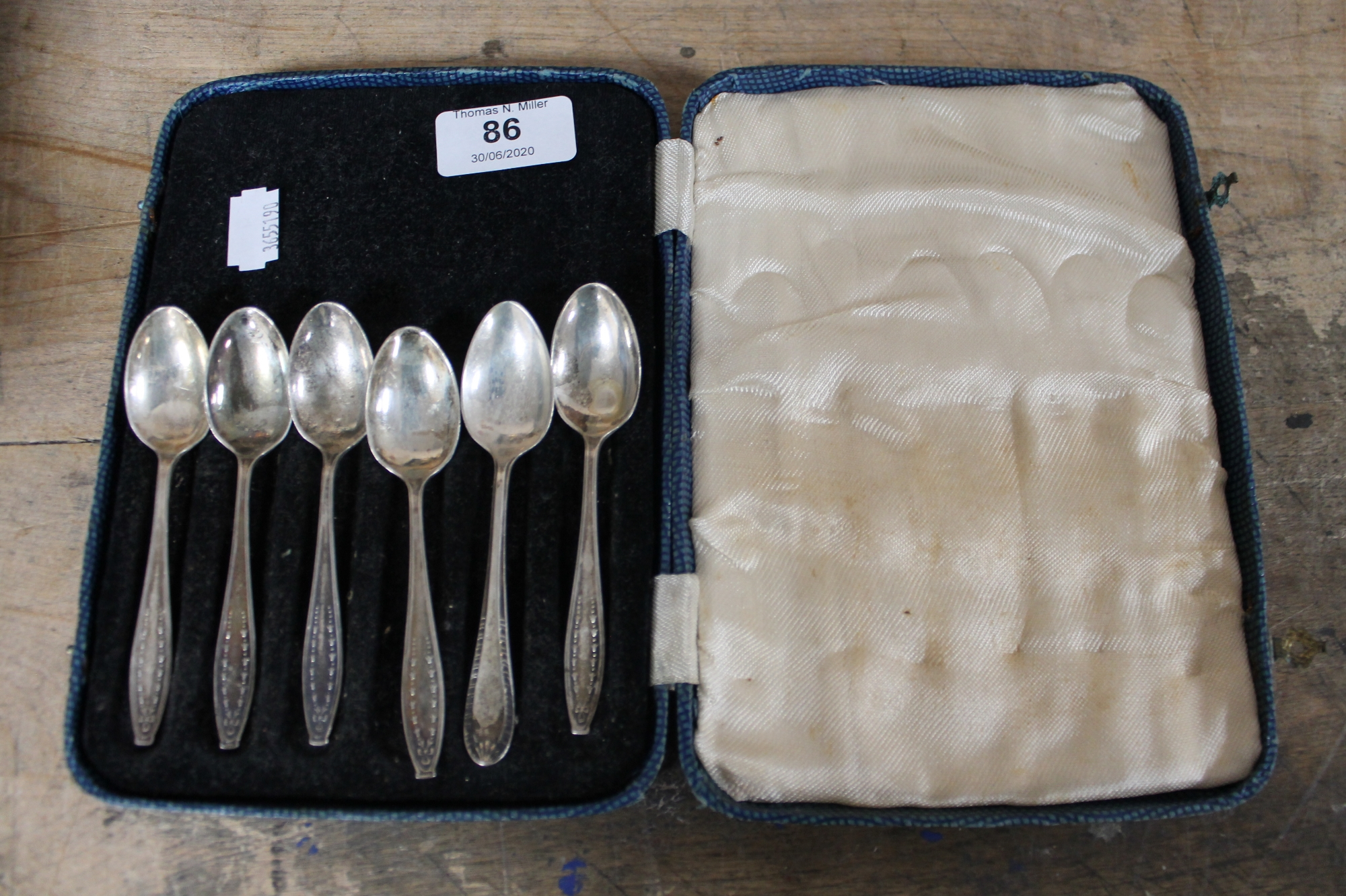 Lot 86 - A case of set of five silver teaspoons together with one other teaspoon