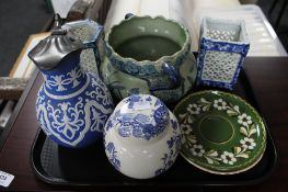 A tray of lattice work blue and white vases,