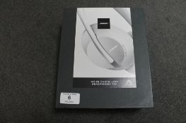 Bose AR : A pair of Noise Cancelling 700 Series Headphones, white, brand new, box still sealed. (R.