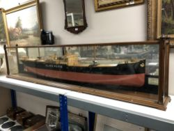 Weekly sale of antiques and collectables