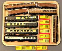 Hornby - Nine train carriages, unboxed, as illustrated.