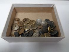 A box of Naval buttons