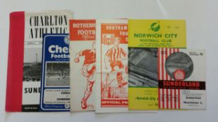 FOOTBALL, Sunderland, home and away programmes, inc. 1962/3 (19H/9A), 1963/4 (10H/13A), G to EX,