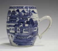 A Chinese blue and white export porcelain tankard, late Qianlong/Jiaqing period, of barrel form,