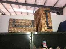 2 wickers baskets (picnic style)