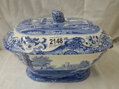 A large Spode Italian tureen. ****Condition report**** Clean condition, no crazing.
