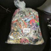 A 7 kilo bag of mixed costume jewellery.