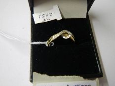 An 18ct gold and diamond cross over ring. Size P.