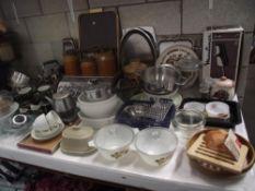 A large quantity of kitchenalia