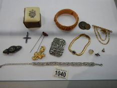A mixed lot of jewellery etc.