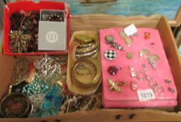A large quantity of mixed jewellery, brooches, bracelets, rings etc.