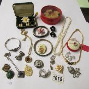 A quantity of vintage jewellery including silver, Monet, marcasite etc., approximately 25 items.
