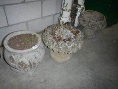 4 old garden pots.