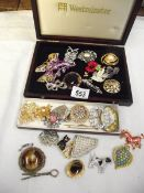 A good lot of vintage and modern brooches.