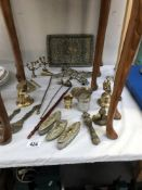 A mixed lot of metal ware