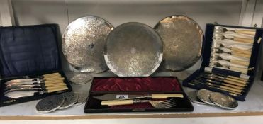 A cased pair of fish servers & 2 cased sets of fish knives & forks & a set of silver plate coasters