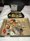 A mixed lot of vintage clip on earrings